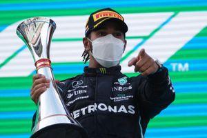 Hamilton lần thứ 5 liên tiếp về nhất chặng Barcelona