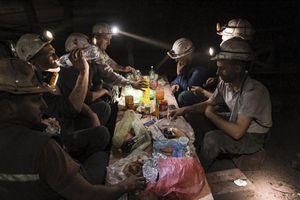 Tận mục cuộc sống của người thợ mỏ ở Bosnia