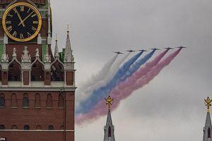 Xem dàn máy bay 'khủng' của Nga 'tỏa sáng' trong lễ duyệt binh Ngày chiến thắng