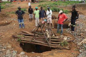 Sập mỏ khai thác vàng trái phép, ít nhất 15 người thiệt mạng