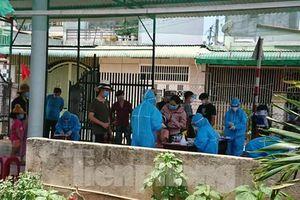 Đắk Lắk xét nghiệm hàng trăm người, trưng dụng một bệnh viện điều trị COVID-19