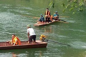 Lào Cai: Chìm thuyền chở 9 người đi làm nương, 1 người tử vong