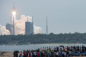 Mảnh vỡ tên lửa khổng lồ của Trung Quốc cháy rụi trên Ấn Độ Dương