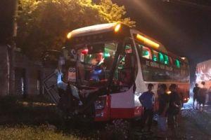 Đắk Lắk: Xe khách đấu đầu xe tải nhiều người thương vong