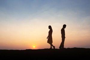 Nghĩ bị vợ 'cắm sừng', anh chồng xin ly hôn nhưng tòa yêu cầu về hòa giải
