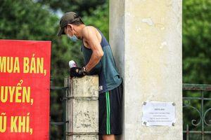 Người dân Hà Nội vẫn vô tư đi đường, tập thể dục không đeo khẩu trang