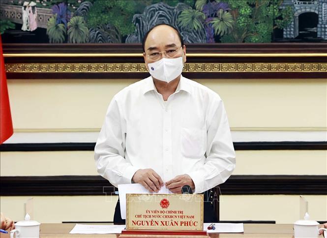 Chủ tịch nước thăm, tặng quà một số gia đình chính sách tại TP Hồ Chí Minh