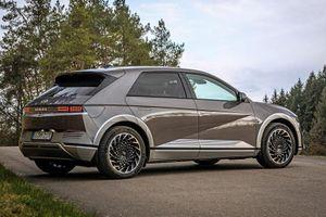 SUV chạy điện của Hyundai với công suất 302 mã lực, giá khởi điểm gần 1,2 tỷ đồng