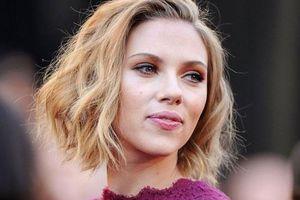 Scarlett Johansson tố cáo bị một tổ chức 'quấy rối' và đặt câu hỏi xúc phạm, kêu gọi Hollywood tẩy chay mạnh mẽ