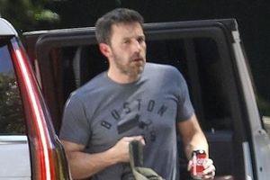 Ben Affleck đến thăm nhà 'tình cũ' Jennifer Lopez sau khi cô hủy hôn