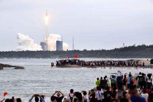 Mảnh vỡ tên lửa Trung Quốc giữa những tranh cãi