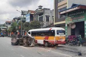 Quảng Ninh: Xe tải tông trực diện xe buýt, tài xế may mắn thoát chết