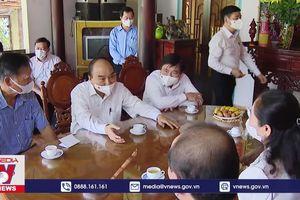 Chủ tịch nước thăm, tặng quà một số hộ gia đình chính sách tại TPHCM