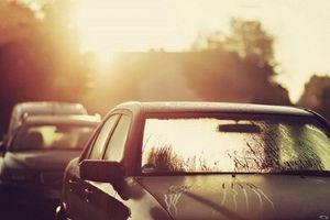Nắng nóng tàn phá các bộ phận xe ô tô như thế nào?