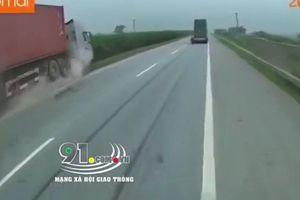 Container trượt trên dải phân cách cao tốc hàng trăm mét