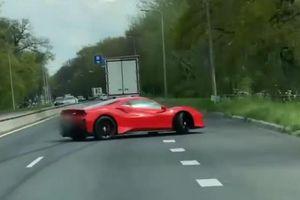 Siêu xe Ferrari 488 Pista vừa trao tay gặp ngay tai nạn đáng tiếc