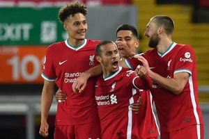 Hạ gục Southampton, Liverpool 'thổi lửa' vào cuộc đua top 4 Premier League