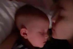 Hồ Ngọc Hà tiết lộ tình trạng hiện tại của hai vợ chồng trước giờ đi ngủ, nhìn vào ai cũng thấy quá đáng yêu vì Lisa và Leon