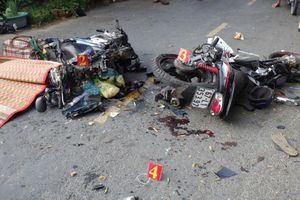 4 người thương vong sau khi 2 xe máy đối đầu