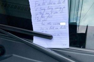 Đỗ xe trước cửa, tài xế để lại lời nhắn khiến chủ nhà ấm lòng