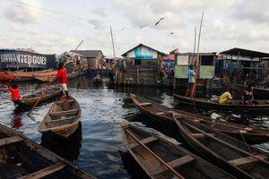 Va vào gốc cây, tàu vỡ đôi khiến 30 hành khách chết đuối ở Nigeria