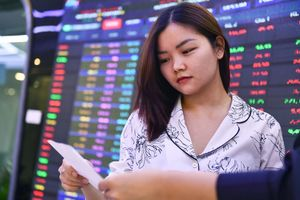 Dòng tiền đổ vào bluechips, chứng khoán tăng điểm mạnh