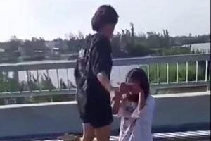 Quảng Nam: Nữ sinh lớp 7 bị đánh, lột đồ trên cầu