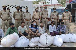 Ấn Độ: Tóm gọn 7 kẻ ăn cắp quần áo người chết đem bán