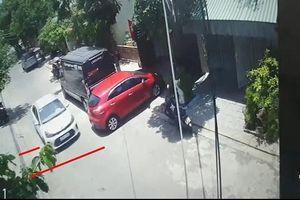 Hùng hổ tấn công nữ tài xế, phá hoại tài sản người khác