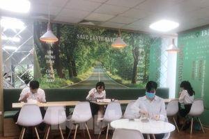 Bữa trưa của dân văn phòng trong mùa dịch COVID-19