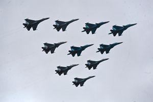 Màn duyệt binh trên không ngoạn mục của chiến cơ Nga
