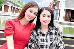 NSND Thu Hà trẻ trung dù hơn MC Thụy Vân tới 17 tuổi