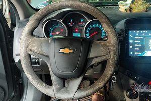 Bọc vô lăng ô tô 5 năm, chủ xe xót xa hối hận