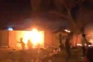 Người biểu tình Iraq tức giận đốt cháy lãnh sự quán Iran