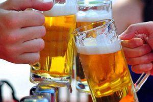 Uống bia và các đồ uống mát lạnh có phải là cách để giải nhiệt mùa hè?