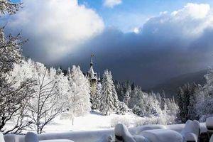 Ngỡ ngàng vẻ đẹp như cổ tích mùa đông xứ Romania