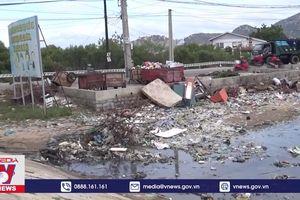 Báo động ô nhiễm rác thải ven biển Ninh Thuận