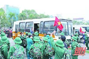 Tặng Bằng khen cho 14 tập thể trong thực hiện tuyển quân 2021