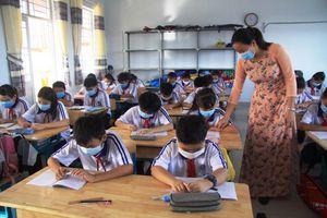 Từ ngày 12 đến 17-5, học sinh từ mầm non đến THPT ở An Giang dừng đến trường, chuyển sang hình thức dạy và học qua mạng internet