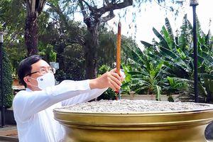 Phó Thủ tướng Phạm Bình Minh và các ứng cử viên ĐBQH khóa XV viếng Đền thờ nữ Anh hùng Võ Thị Sáu