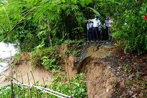Chủ tịch UBND tỉnh Đồng Tháp khảo sát Dự án đê bao ven sông Tiền