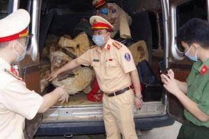 Hà Giang: Nghẹt thở truy đuổi, bắt đối tượng vận chuyển gần 2 tấn gỗ quý