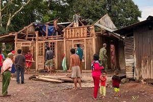 Lốc xoáy tốc mái hàng chục ngôi nhà ở huyện miền núi Đakrông