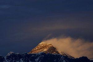 Trung Quốc dựng 'dải phân cách' trên đỉnh Everest để ngăn Covid-19 từ Nepal