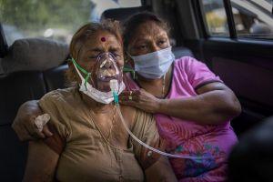 Bão COVID-19 càn quét thành phố lớn, người Ấn di cư ngược về quê tìm cơ hội sống