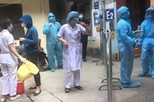 Cách ly y tế 17 hộ gia đình ở phường Đồng Tâm, quận Hai Bà Trưng