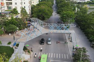 Cận cảnh cầu vượt bộ hành mới hình chữ Y ở Hà Nội