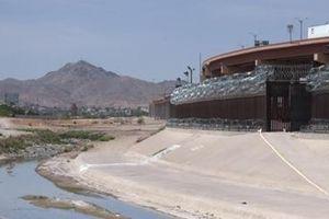 'Nóng' nạn buôn người qua biên giới Mỹ - Mexico
