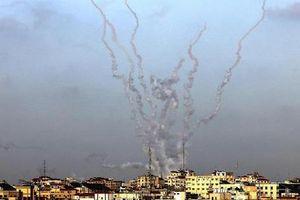 Israel 'đáp trả' mạnh mẽ sau loạt pháo phản lực bắn từ Gaza