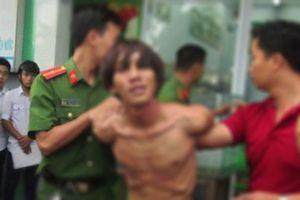 Vĩnh Phúc: Khống chế, bắt giữ đối tượng 'ngáo đá' truy sát nhiều người thân trong gia đình